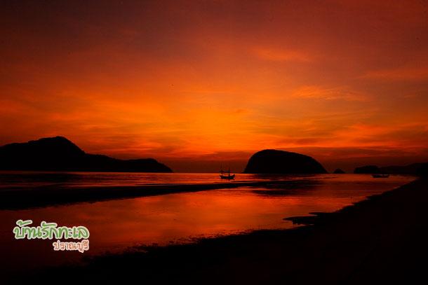 รุ่งอรุณชายหาดปราณบุรี บ้านรักทะเล