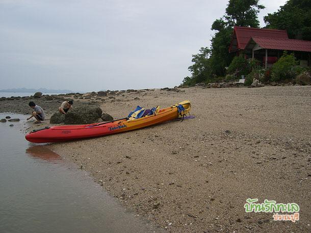เรือคายัค บนเกาะนมสาว ที่พักปราณบุรี บ้านรักทะเล