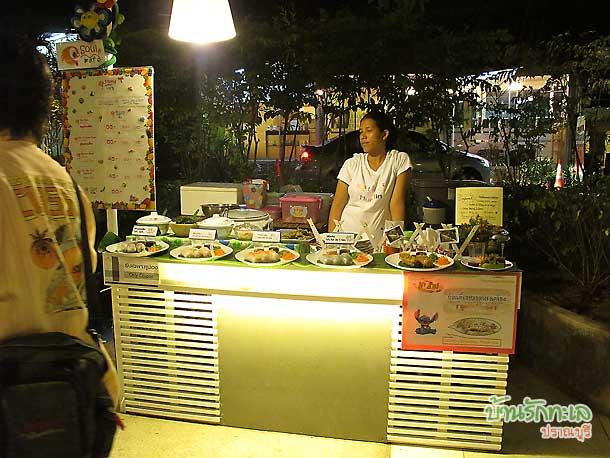cicada market สวนศรี ชิมอาหารที่ศูนย์อาหาร