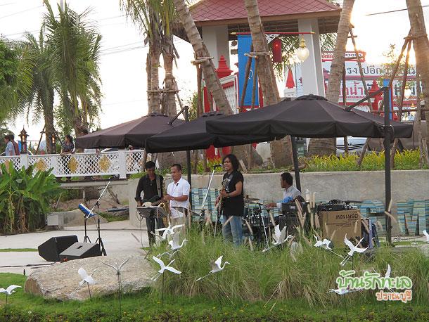 การแสดงดนตรีสดที่ตลาดน้ำหัวหิน