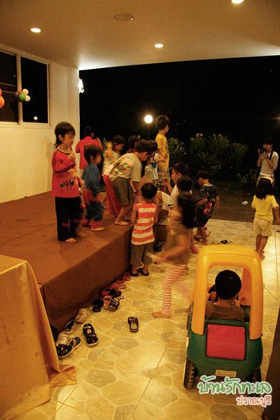 เด็กเล่นกันสนุกสนาน ที่พักติดทะเล ปราณบุรี บ้านรักทะเล